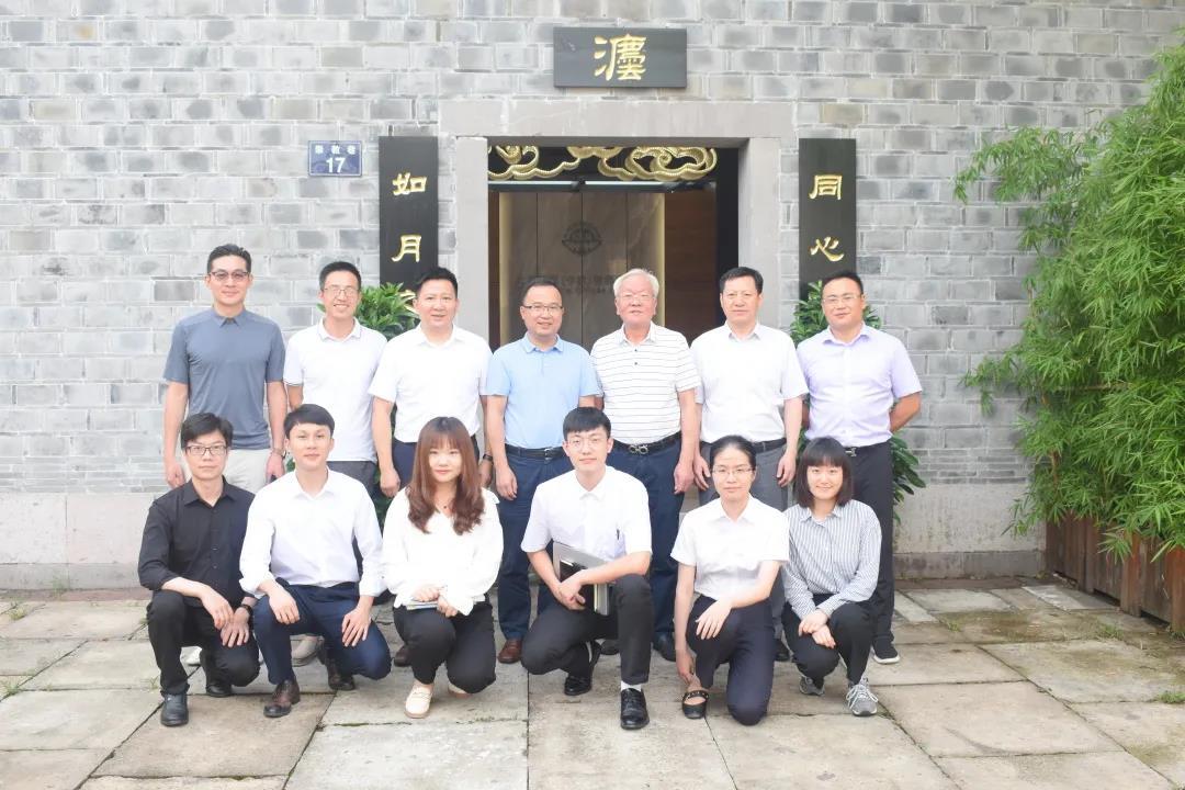 林校长与北京德恒宁波律师事务所优秀律师合影